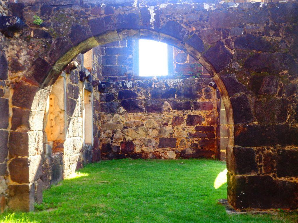 Castelo Garcia d'Ávila em praia do forte