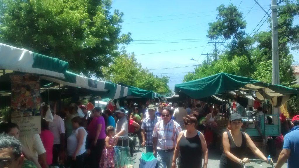Uma típica feira do Chile: em La Florida