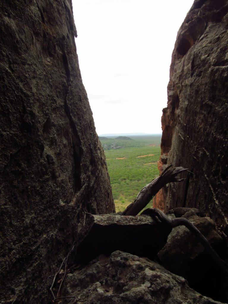 trilha pedra caida