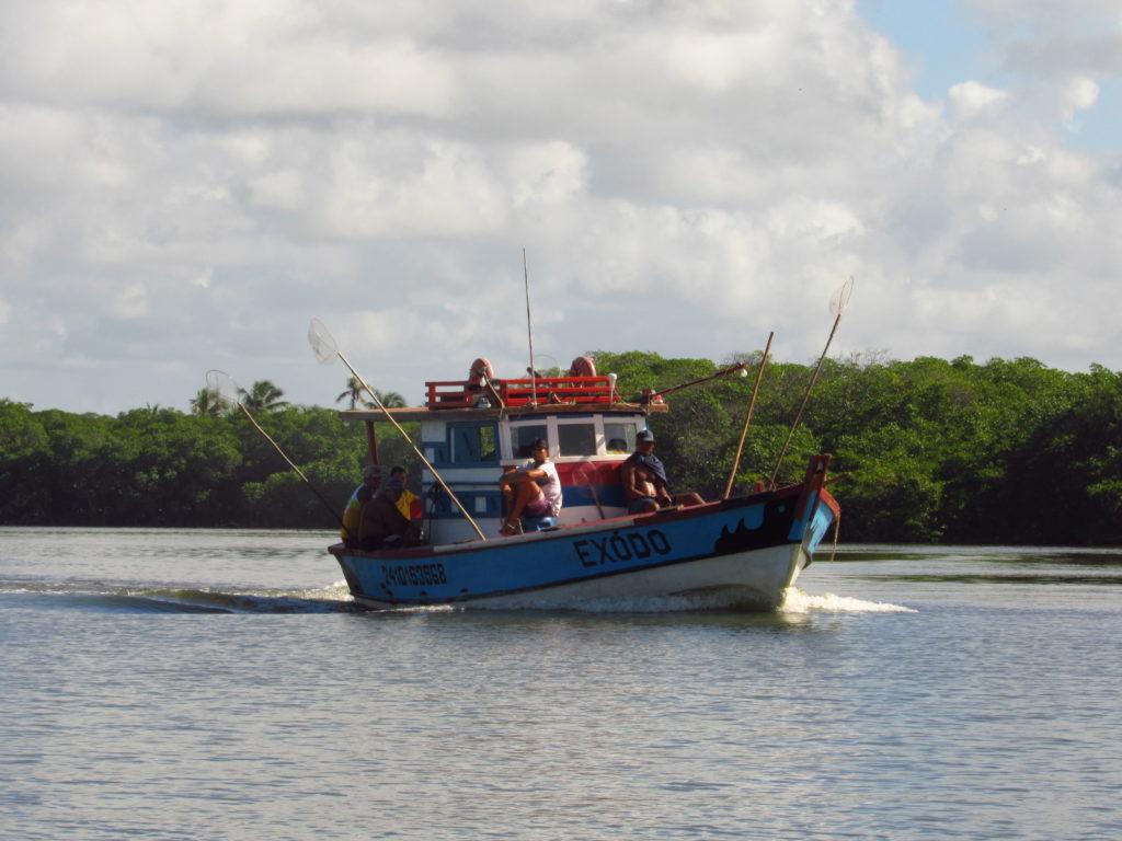 barco indo pra pesca em barra da siribinha pelo rio itapicuru
