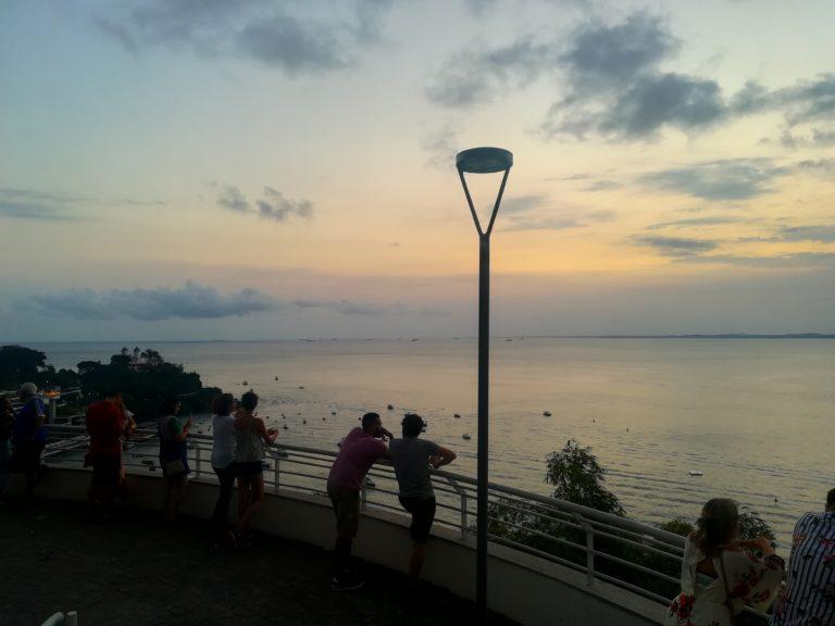 Domingo a tarde em Salvador: Palacete das Artes, pôr do sol e café